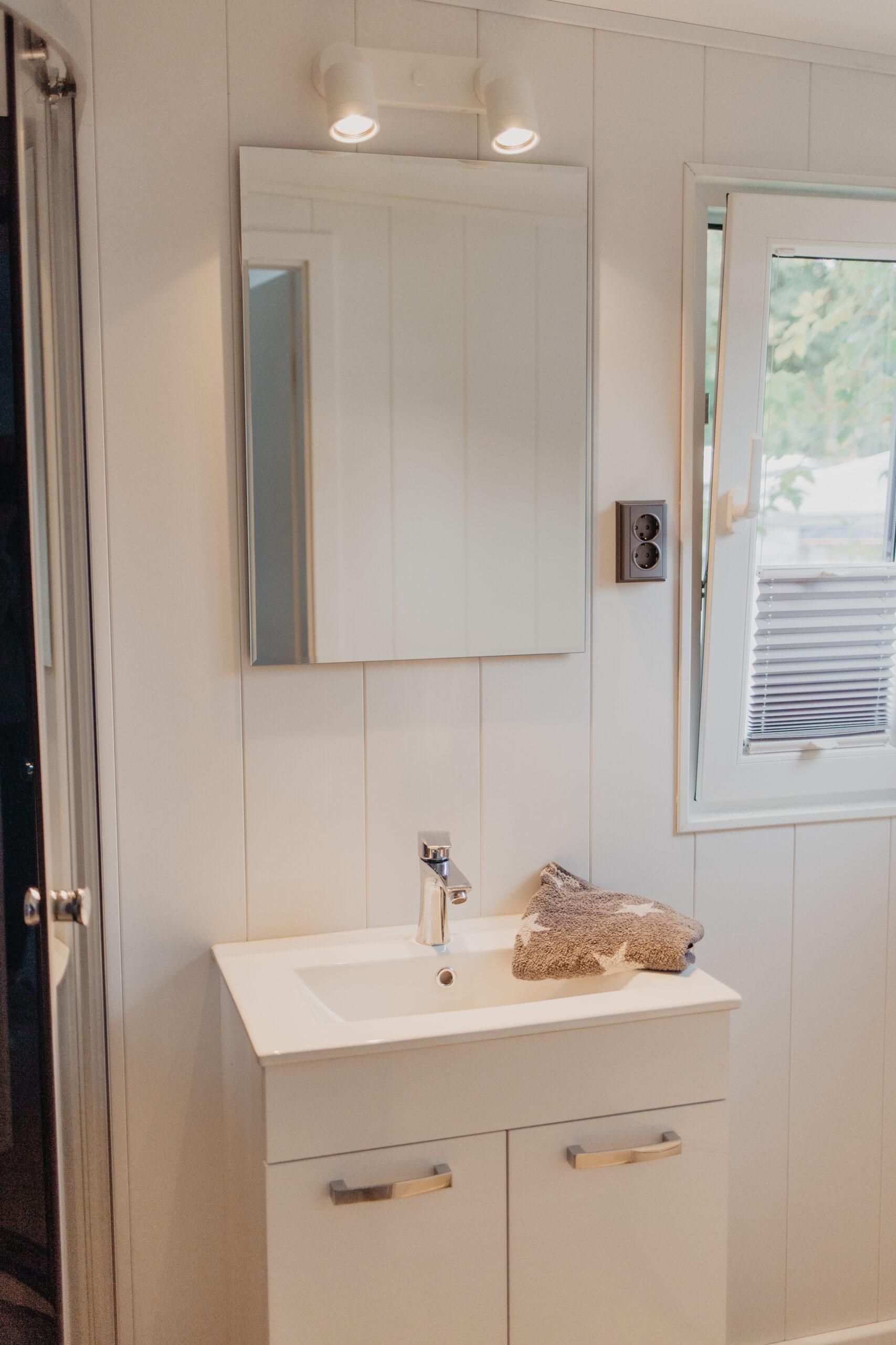 Badezimmer Komfort-Mietwohnwagen